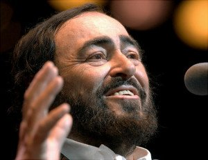 Luciano Pavarotti performs in Boston, Sunday, Nov. 25, 2001. Pavarotti is celebrating the 40th year as an opera singer. (AP Photo/Gretchen Ertl) Original Filename: PEOPLE_PAVAROTTI_BX104.jpg