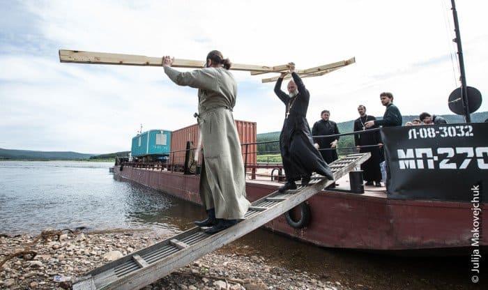 Вынос креста сбаржи для установки вселе Подымахино (1017 жителей)