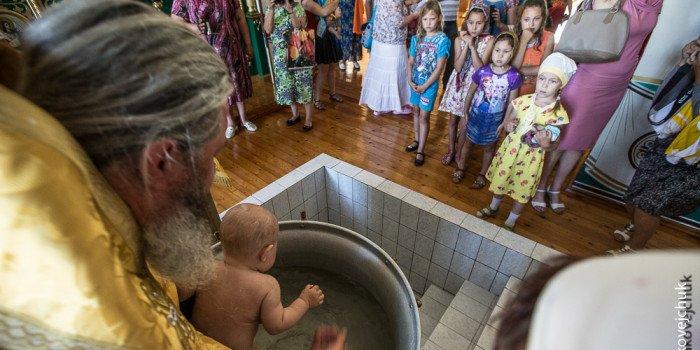 Когда после смерти родственника можно крестить ребенка?