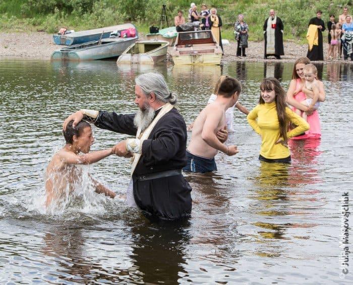 Крещение впоселке Юбилейный (471 житель). Приняли таинство крещения 25 человек