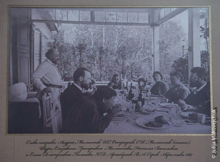 Слева направо: Андрей Мамонтов, И. С. Остроухов, С. И. Мамонтов, Шура, Е. Г. Мамонтова, Н. В. и Е. Д. Поленовы, К. Д. Арцыбушев, В. А. Серов. Абрамцево, 1887