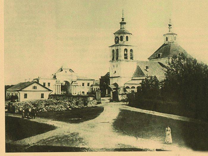 Храм Христа Спасителя в усадьбе Гончаровых. Полотняный завод. 1900