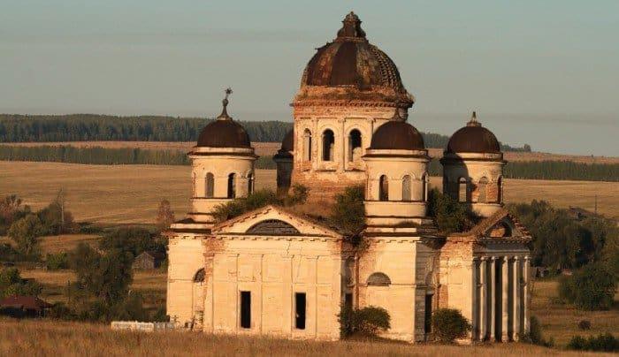 Поруганная святыня, роман Дюма и наша История