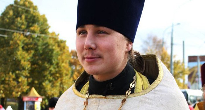 Священник из Пошехонья спас мальчика, упавшего в колодец