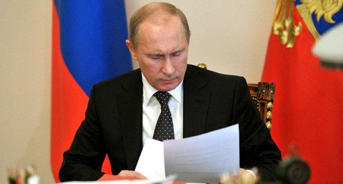 Владимир Путин подписал закон о неподсудности священных книг