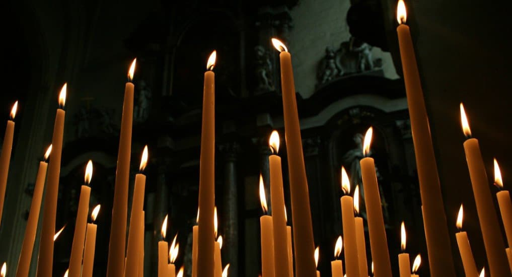 Для чего в храме зажигать свечи?