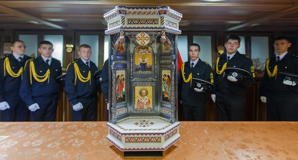 Петербургские мастера подарили фрегату «Паллада» уникальный иконостас