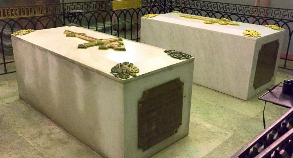 Специалисты вскрыли гробницу Александра III и взяли пробы для анализа