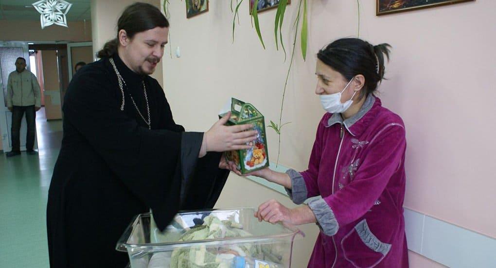 В команду помощи онкобольным должен входить священник, - эксперт
