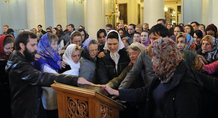 Россияне все больше доверяют армии и Русской Церкви, - опрос