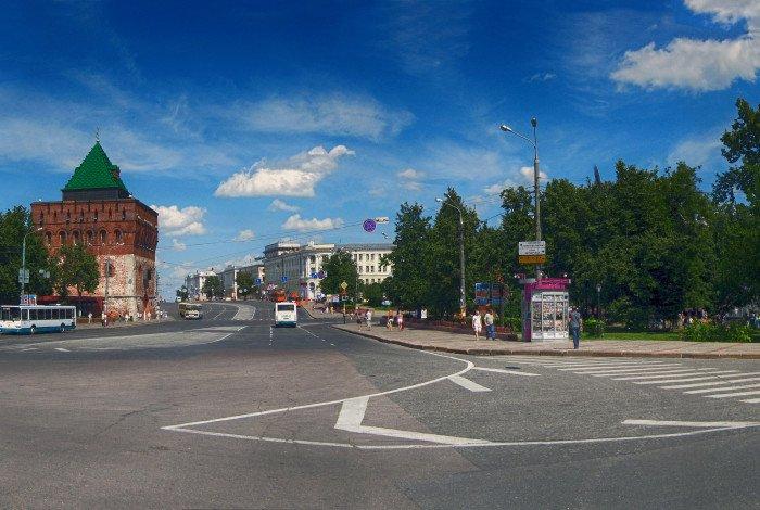 Общий вид площади Минина и Пожарского. Дмитриовская башня Кремля flickr.com
