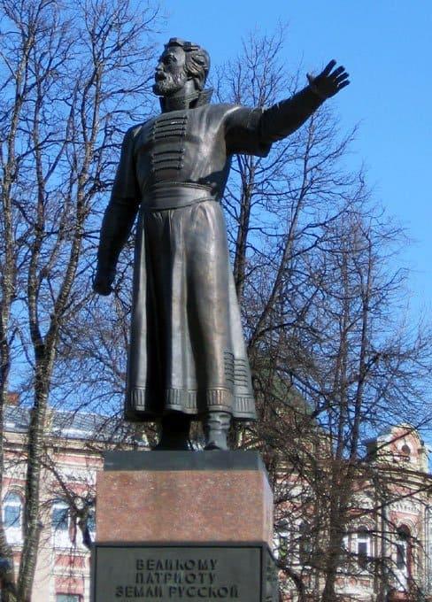 Памятник Кузьме Минину работы скульптора О.К. Комова был открыт в 1989 году.