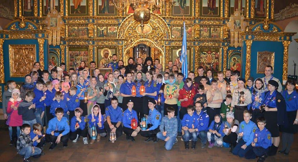 Москва встретила Вифлеемский огонь