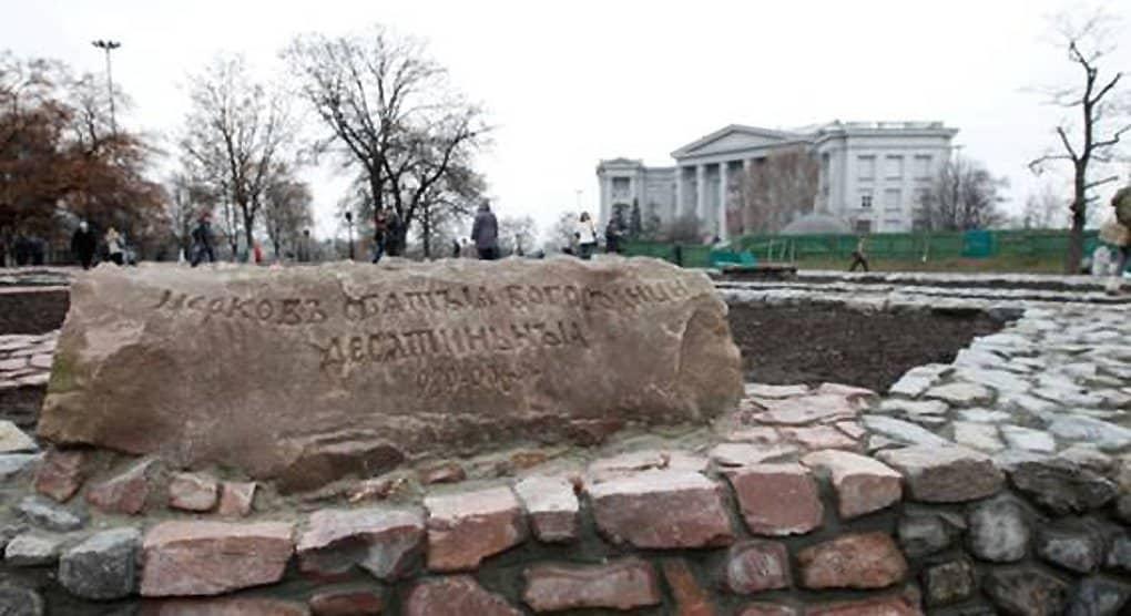 Оригинальный контур фундамента Десятинной церкви восстановили в Киеве