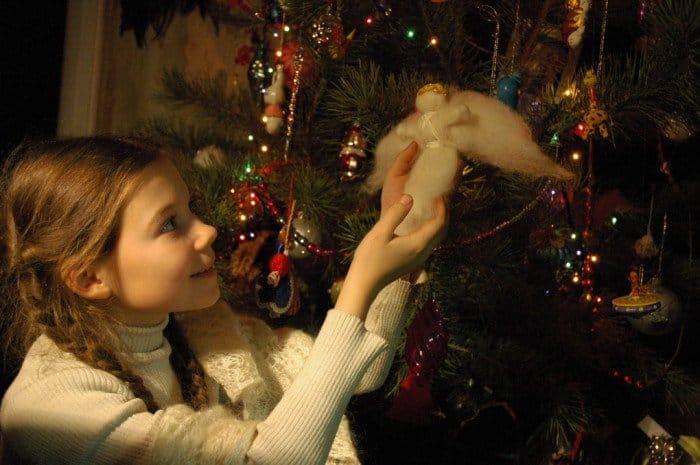 Фото Рождества: ель, игрушки, дети