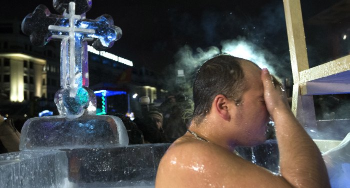 Центром крещенских купаний в Москве станет площадь Революции