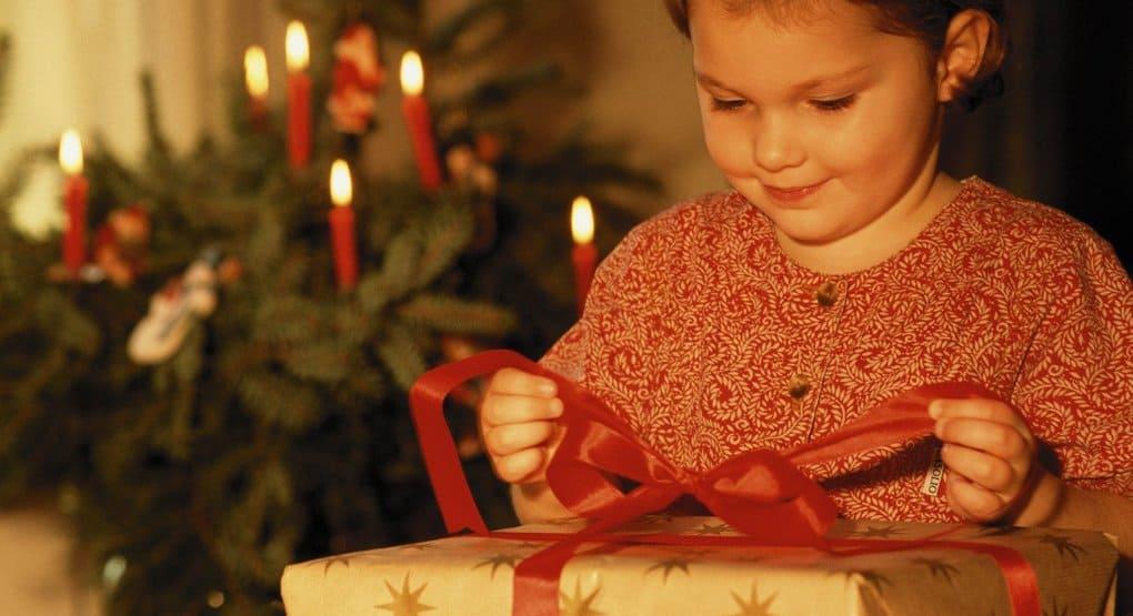 Для детей юго-востока Украины собирают подарки в столичной обители