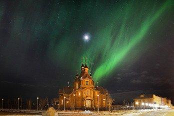 Сияние над храмом_Фото Вадима Матвеичева