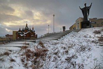 роицкий собор Памятник Николаю Чудотворцу_Фото Вадима Матвеичева