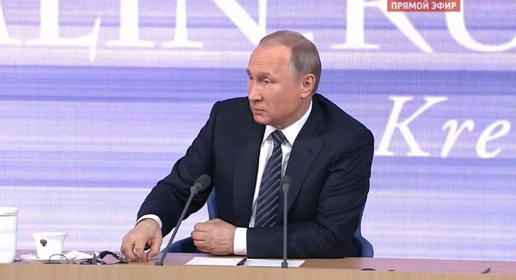 Владимир Путин считает, что повышать пенсионный возраст в стране еще рано