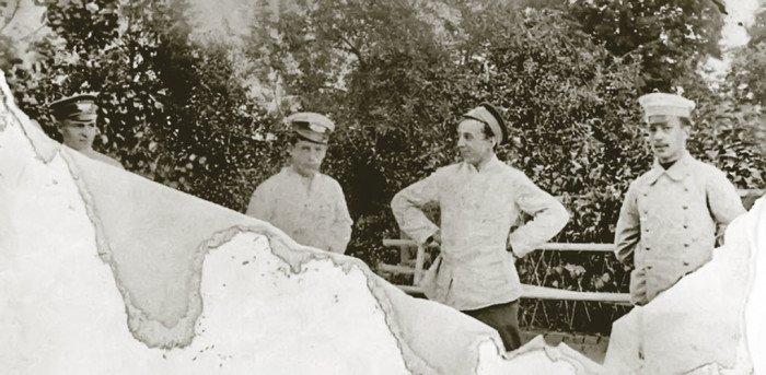 Виктор Никольский— второй слева