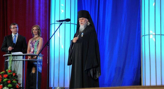 Священнослужителей Русской Церкви наградили медалями МЧС