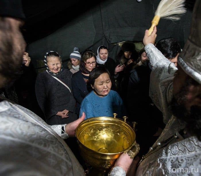 2014-01-18,A23K9154_i_ya2, Якутия, освящение Воды на Лене, s_f
