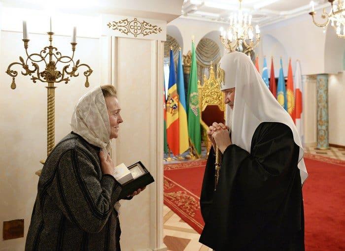 22 февраля. Святейший Патриарх Кирилл встретился с жительницей Донецка З.И. Радченко
