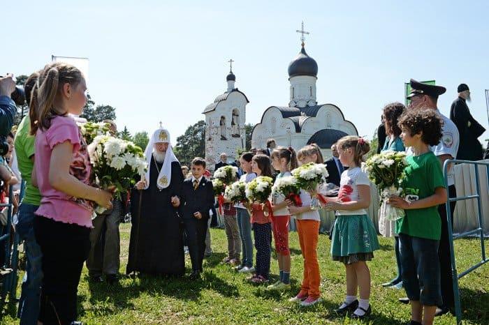 26 мая. Традиционный детский праздник «В гостях у Патриарха в Переделкино»