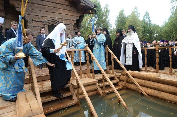 29 июля. Патриарший визит в Смоленскую митрополию. Посещение Владимирского монастыря. Молебен у истока реки Днепр