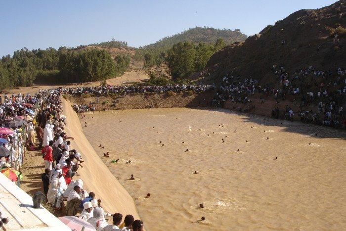 Крещенские купания. Эфиопия. Фото Carsten ten Brink