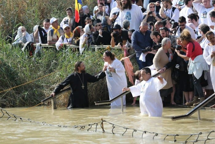 Крещенские купания. Израиль берег реки Иордан Фото Владимир Ештокин