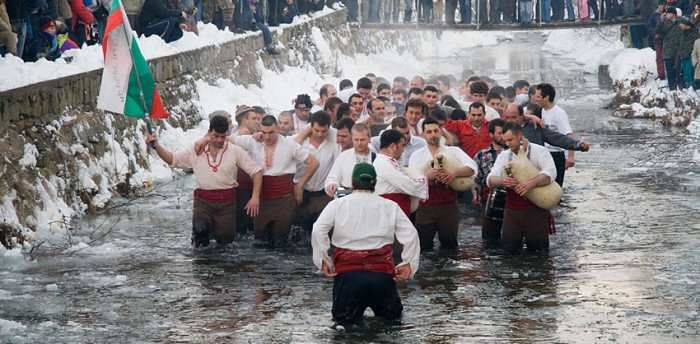 Крещенские купания.  Калофер. Болгария Фото. Balkanregion