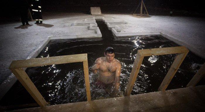 Верующих Петербурга после купаний на Крещение обогреют военные