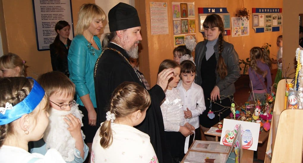 С православием надо знакомить дошкольников и студентов, считают в Церкви