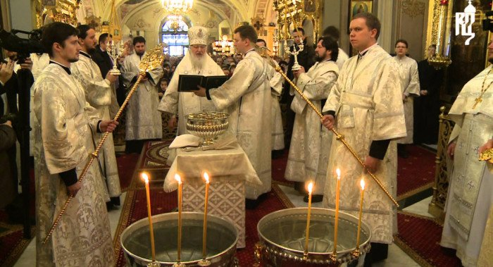 В канун Крещения Господня патриарх Кирилл освятил воду Великим чином