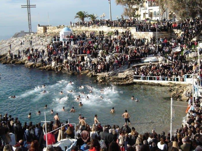 Крещенские купания. Пирей. Греция