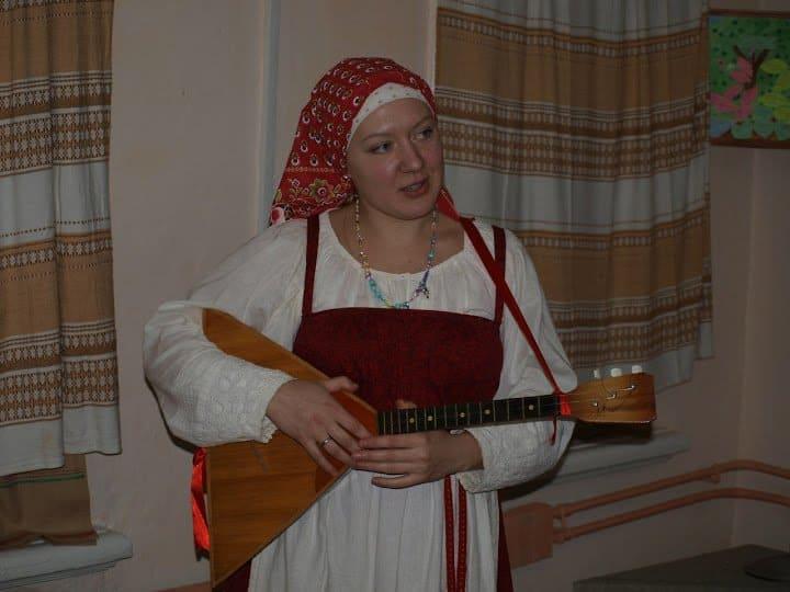 Вероника Евсеева, фольклорист и музыкант. В воскресенском краеведческом музее работает с 2010 года.