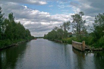 Северодвинский канал в Кириллове, вид на Кузьминский канал с понтона_фото Ymblanter_ wikipedia