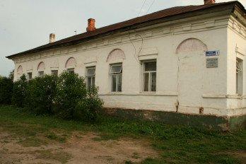 Здание богадельни (Вологодская область, Кириллов, улица Базарная, 1)