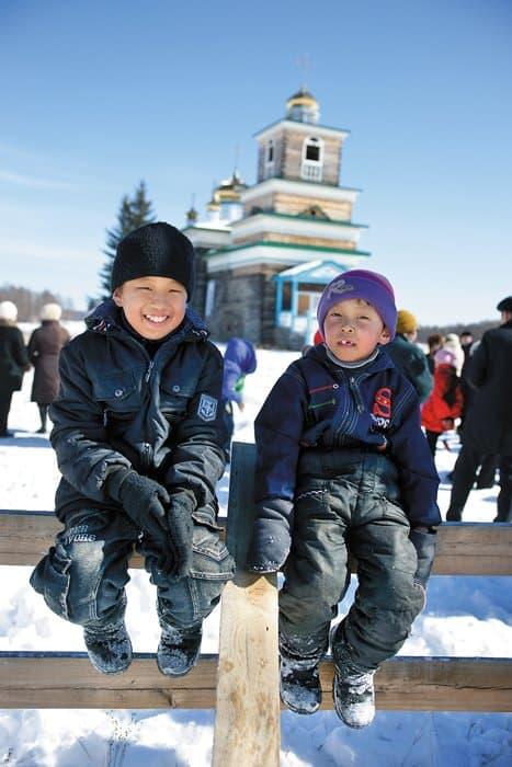 Маленькие прихожане-якуты. Фото протоиерея Сергия Клинцова