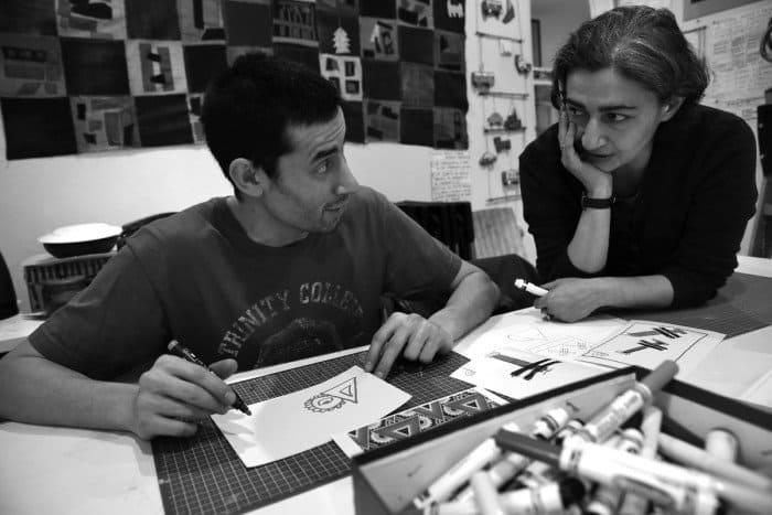 Ратмир Батаев и Ануш Сулейманян. Ануш — художница, которая приходит в студию, чтобы работать с ребятами, помогать им, рисовать вместе