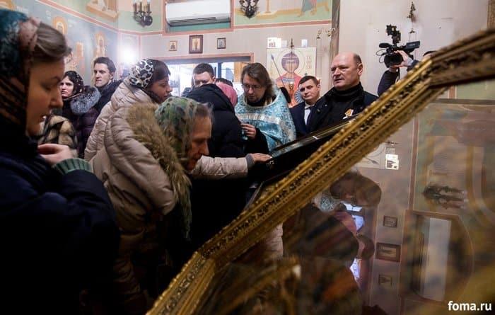 2016-02-18,A23K1767, Москва, Вокзалы, Крестный ход, s_f