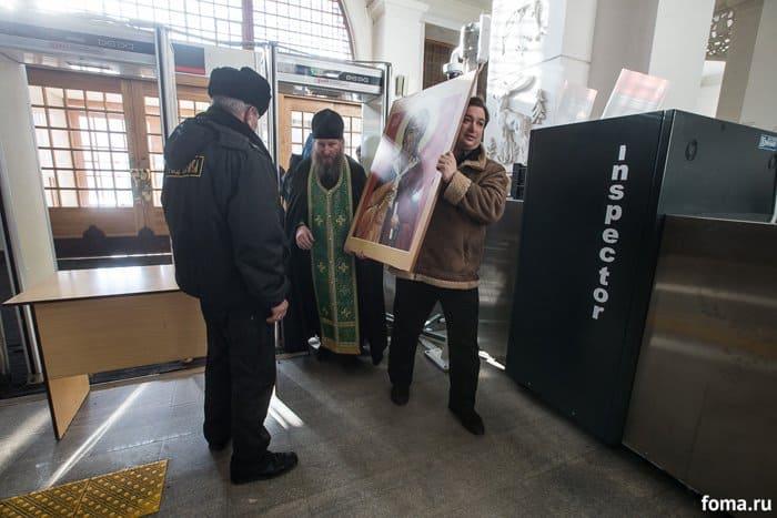 2016-02-18,A23K1950, Москва, Вокзалы, Крестный ход, s_f