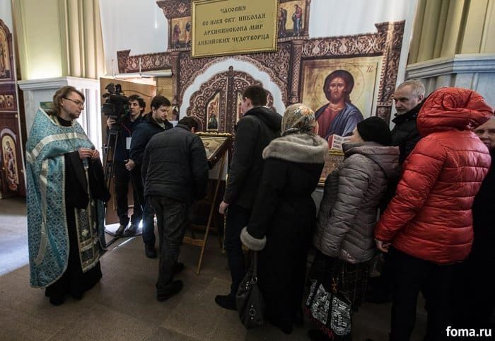 2016-02-18,A23K2158, Москва, Вокзалы, Крестный ход, s_f