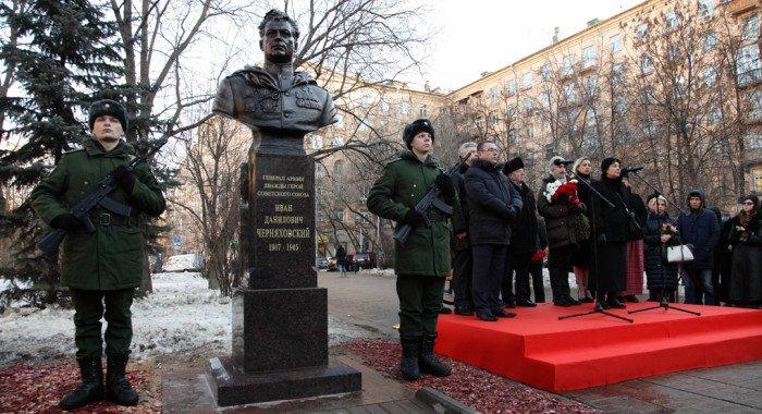 Генералу Ивану Черняховскому, освобождавшему Польшу, открыли в Москве бюст