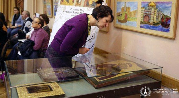 Впервые за сто лет показали уникальные иконы Высоко-Петровского монастыря