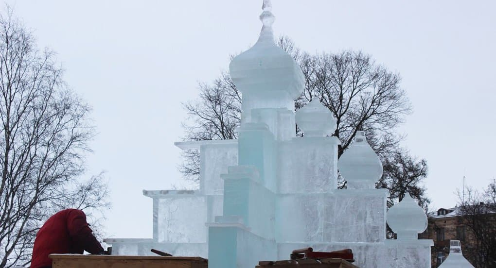 Ледяную копию храма с острова Кижи установили в Петрозаводске
