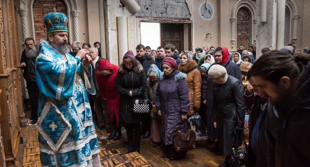 Впервые за два года в разрушенном монастыре Донецка совершили Литургию