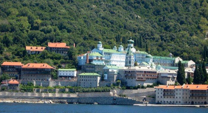 Патриарх Кирилл надеется, что русскому монастырю на Афоне помогут и после юбилея